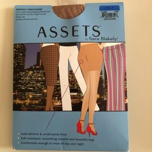 ASSETS Perfect Pantyhose in size 4 nude.